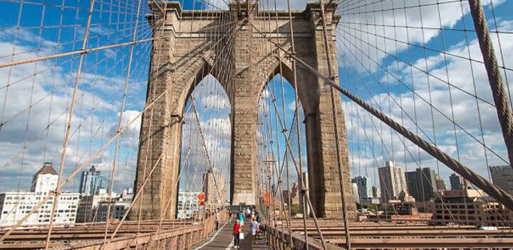 Marche sur Brooklyn Bridge